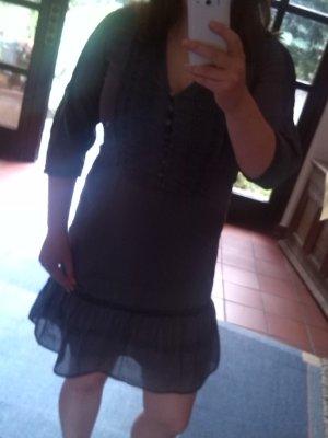 Verspieltes Kleid aus leichtem Stoff