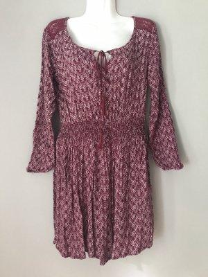 Verspieltes Kleid mit Spitze