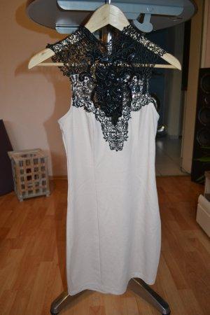 verspieltes Kleid von Lipsy London