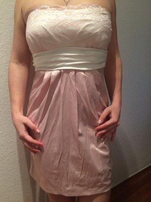 Verspieltes rosa Kleid