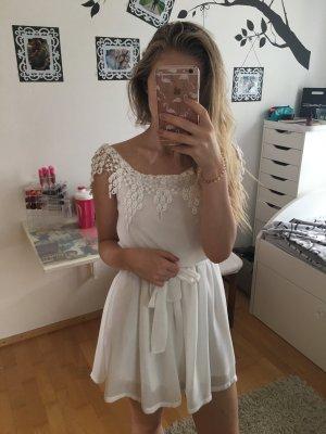 Verspieltes Sommerkleid mit spitzen Details