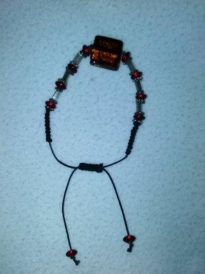 verstellbares Armband mit roten Steinen / Perlen