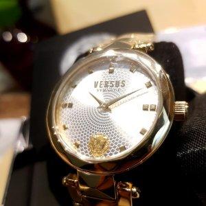 VERSUS Versace Reloj con pulsera metálica color oro