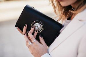 VERSUS Versace Umhängetasche schwarz-silberfarben Elegant