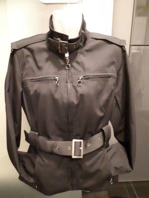 Vestino Jacke schwarz mit Taschen und Gürtel  Grösse 36