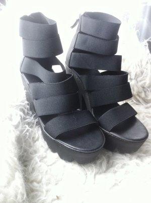 Vic Matie Plateau Schuhe High Heels Sandalen in schwarz