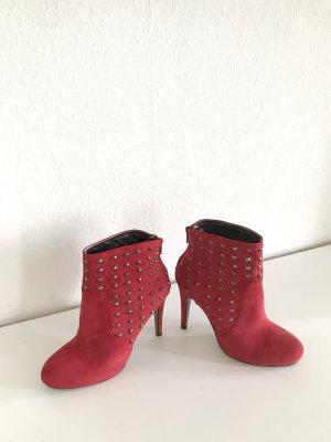 Victoria Delef Stiefeletten mit Nieten in Rot