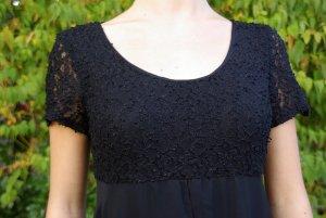 Vielfältiges schwarzes Kleid
