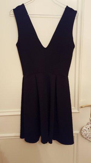 vielseitiges schwarzes Kleid