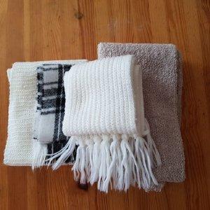 Vier Verschiedene Schals