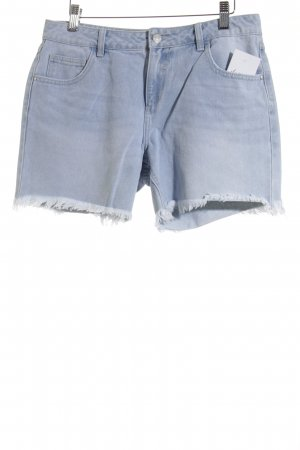 Vila High-Waist-Shorts hellblau-wollweiß Street-Fashion-Look