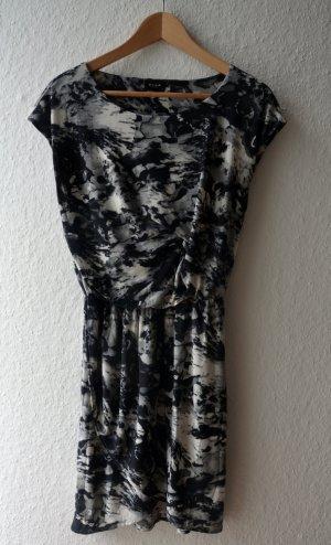 Vila Wickelkleid im coolen Muster