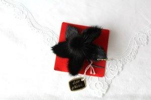 Vintage Brooch black pelt