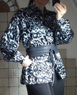 Vintage 1970/80iger Jahre, Retro, Bluse, Muster, Animal Print, schwarz, rauchblau, Polyester, weich, angenehm, seidig, glänzend, Knopfleiste, bestens erhalten, TOP Zustand, oversize bei Gr. 40 Gr. M-L-XL, Gr. 42-44