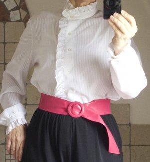 Vintage 60iger Jahre, Rüschenbluse, Retro, Tracht, Volants, Polyester, romantisch, Brustweite: 56 cm, Schulterbreite: 43 cm, Länge: 62 cm, TOP Zustand, Gr. 38-42