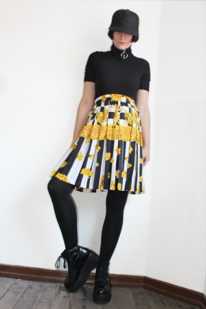 Vintage 90s High Waisted Patterned Pleated Skirt