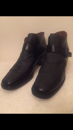 Audley Booties black