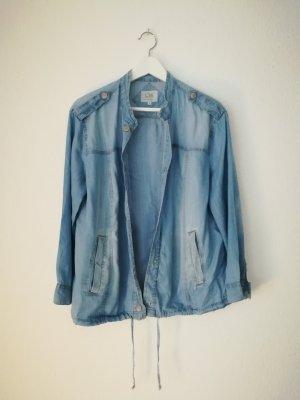 Chemise en jean bleu pâle