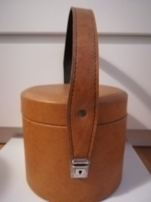 Bolso barrel ocre-color bronce