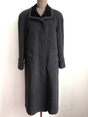 Vintage Mantel aus reiner Schurwolle mit Samtkragen, Gr. 40/42