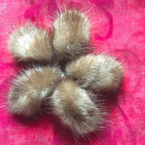 Vintage Brooch light brown pelt