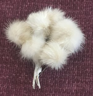 Brooch cream pelt