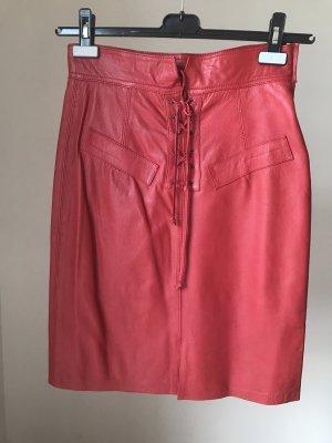 Falda de cuero rojo ladrillo