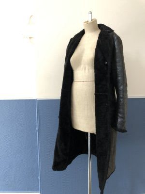 Vintage -schwarzer Ledermantel mit Fellfutter von Jil Sander in Größe 40