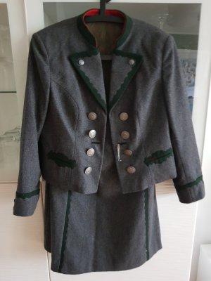 Vêtement traditionnel gris
