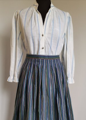 Vintage Blouse bavaroise blanc-bleu clair