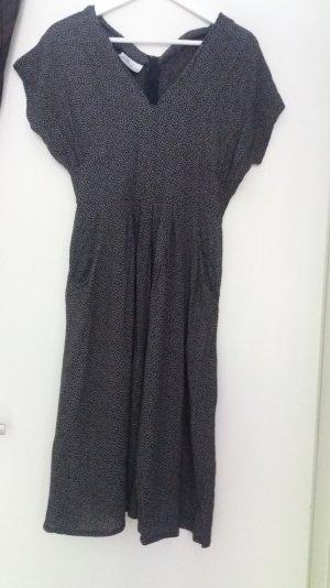 Vintagekleid in schwarz-weiß