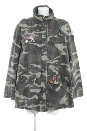 Violeta Übergangsjacke Camouflagemuster Street-Fashion-Look