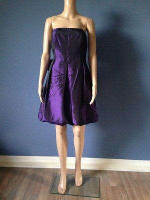 Violettes Satin Kleid mit großer Schleife