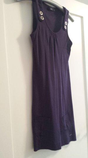 violettes Sommerkleid