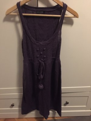 Violettes Strickkleid
