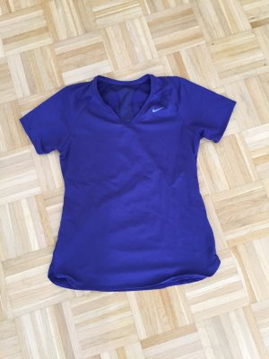 Violettes Trainingsshirt von Nike in Gr. M