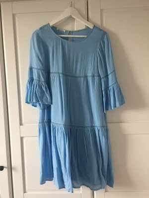 Volant Kleid in blau