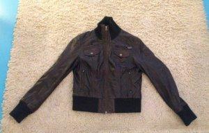 Von der Marke Gipsy eine sehr gut erhaltene, neue Lederjacke aus weichen braunen Leder in der größe 42.