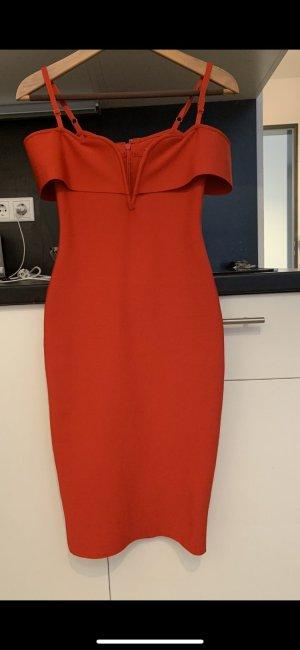 0039 Italy Robe épaules nues rouge