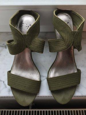 waldgrüner High Heel von Zara