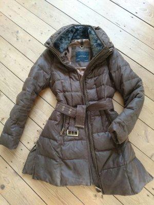 Warme braune Daunenjacke von Zara