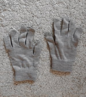 Warme Handschuhe in Hellgrau