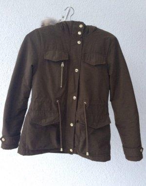 Warme khaki Jacke mit Fell