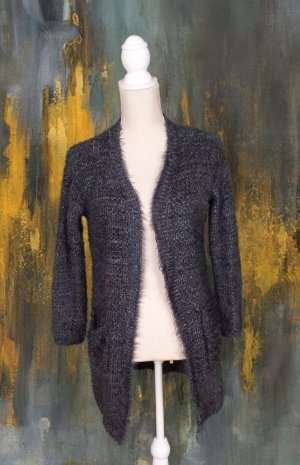 Warme, kuschelige Strickjacke