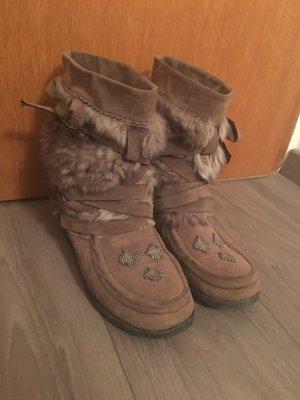 Warme Schuhe für den Herbst oder Winter
