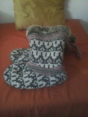 warme stiefel-hausschuhe