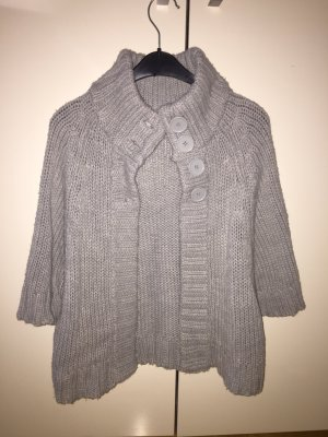warme Strickjacke in Grau