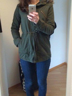 Warme Übergangsjacke/ Herbstjacke mit Kapuze und Fellbesatz - süß und wie neu!