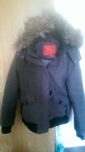 Warme Winterjacke mit abnehmbarer Kapuze