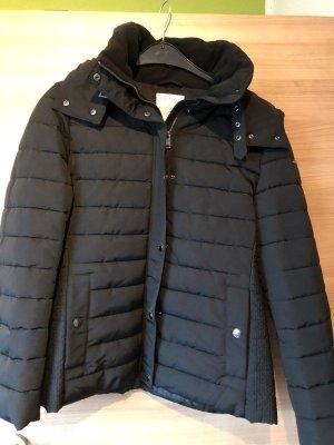 Warme Winterjacke schwarz Daunen